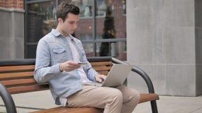 年轻人的网络购物失败坐长凳