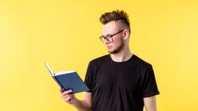 年轻人看书专业发展 免版税库存图片