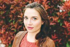 年轻人25-30岁妇女画象  免版税库存照片
