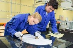 年轻冶金师在工作在学校车间 免版税图库摄影