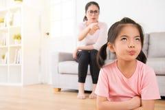 年轻可爱的孩子在家乏味 库存照片