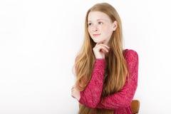年轻可爱的新鲜的看的红头发人妇女秀丽画象有华美的特长头发的 情感和表情概念 免版税库存图片
