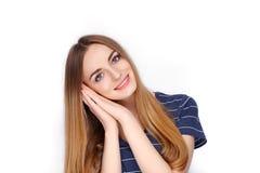 年轻可爱的新鲜的看起来的白肤金发的妇女秀丽画象蓝色T恤杉的 情感和表情概念 图库摄影