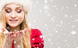 年轻和俏丽的女孩画象 圣诞节概念查出的新的空白年 库存图片