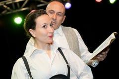 年轻夫妇剧院演员 免版税库存照片