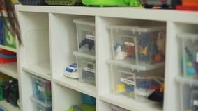 年轻女人组织的空间在儿童房间 影视素材