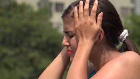 年轻女性和头疼 股票录像