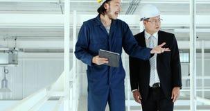 年轻对行政工程师的工程师当前工作 股票录像