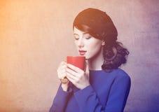 年轻成人女孩画象有咖啡的或茶 图库摄影