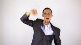 年轻有胡子的人跳舞 股票录像