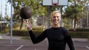 年轻男性半身画象与球的 库存图片