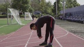 2019?3?2? 乌克兰,基辅 题材体育和健康 年轻白种人人做舒展做准备的锻炼准备 股票录像