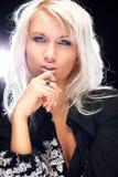 年轻白肤金发的妇女时尚画象 图库摄影