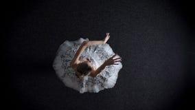 年轻端庄的妇女芭蕾舞女演员剪影芭蕾舞短裙的steping,芭蕾概念,顶面射击 股票视频