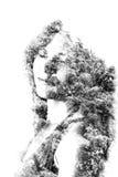 年轻美丽的女孩两次曝光在叶子和树中的 可爱的夫人画象与树的照片结合了 免版税图库摄影
