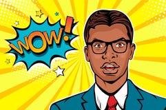 年轻美国黑人使玻璃的人惊奇与开放嘴和Wow讲话泡影 库存照片