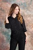 年轻美好的女性模型时尚照片在礼服的 库存图片