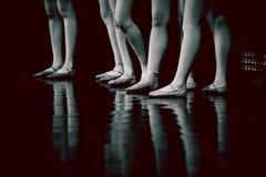 年轻舞蹈家芭蕾舞女演员的腿类古典舞蹈的, balle 免版税库存图片