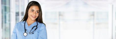 年轻西班牙女性护士 免版税库存照片