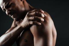 年轻赤裸上身的美国黑人的人播种的照片有肩膀的 免版税库存照片