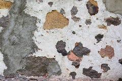 年迈的和被风化的油漆高分辨率表面的关闭在墙壁上的 库存照片