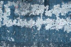 年迈的墙壁蓝色油漆 库存图片
