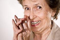 年长兴奋愉快的妇女 免版税库存图片