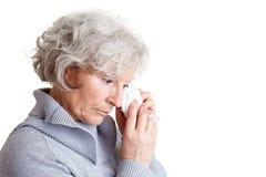 年长哀伤的妇女 免版税库存照片