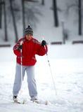 年长连续滑雪妇女 免版税库存图片