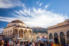 11 03 2018年雅典、希腊- Tzistarakis清真寺看法和Monas 免版税库存照片