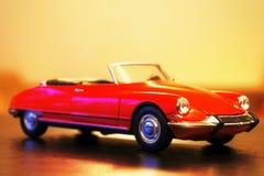 1963年雪铁龙DS 19敞蓬车减速火箭的汽车模型 免版税库存照片