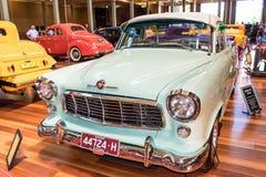 1957年霍尔顿旧车改装的高速马力汽车汽车 免版税图库摄影