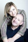 年龄夫妇愉快中间纵向微笑 免版税库存照片