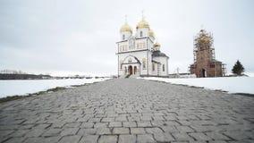 30 01 2018年,切尔诺夫策,乌克兰-新的东正教在有白色墙壁和金黄圆顶的乌克兰 影视素材