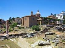 19 06 2017年,罗马,意大利:废墟美丽的景色著名罗马 免版税库存图片