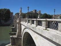 19 06 2017年,罗马,意大利:Sant `对Hadrian Maus的安吉洛桥梁 免版税库存照片