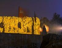 2017年 10 20托伦波兰,条顿人骑士在晚上防御在晚上被照亮的废墟,托伦历史建筑学  免版税图库摄影