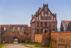 2017年 10 20托伦波兰,条顿人骑士防御在晚上被照亮的废墟,托伦历史建筑学  库存照片