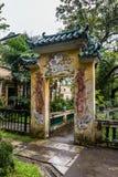 2017年7月–开平,中国-被雕刻的曲拱在李庭院开平碉楼复合体,在广州附近 图库摄影