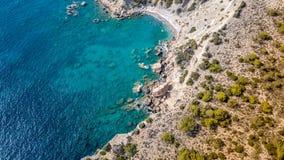 2017年9月:Fourni海滩, Rodos海岛,爱琴海,希腊鸟瞰图  库存图片