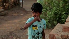 2016年4月 印度 比哈尔省 害怕的可怜的印地安村庄孩子 影视素材
