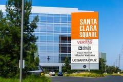 2018年7月31日圣塔克拉拉/沿Bayshore高速公路的加州/美国-新的圣塔克拉拉广场办公楼在硅谷, 免版税库存图片