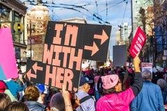 2019年1月19日旧金山/加州/美国-妇女的3月'我是与她的'标志 库存照片