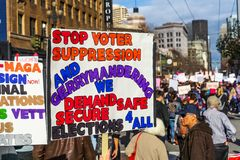2019年1月19日旧金山/加州/美国-妇女的3月投票的相关标志 免版税库存照片