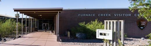 2018年5月25日死亡谷/加州/美国-对熔炉小河访客中心的入口位于了在190 ft (58米)在海平面下 免版税库存照片