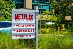 2018年7月30日洛思加图斯/加州/美国-在硅谷在他们的总部前面的Netflix商标位于的;南部旧金山 库存照片