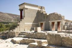 2016年9月7日,与红色专栏的北部入口,米诺宫殿Knossos,克利特,希腊 免版税库存照片