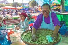 2017年11月2日,乌隆他尼泰国,市场妇女女性街道ven 库存照片