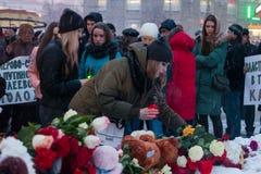 2018年3月27日,俄罗斯,沃罗涅日:纪念火的受害者的行动在购物中心在克麦罗沃 免版税库存照片