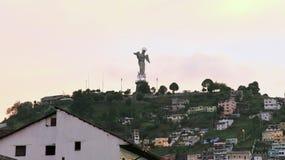 2016年10月14日,基多,厄瓜多尔 飞过的圣母玛丽亚雕象神色从El Panecillo小山,基多,厄瓜多尔 免版税库存照片